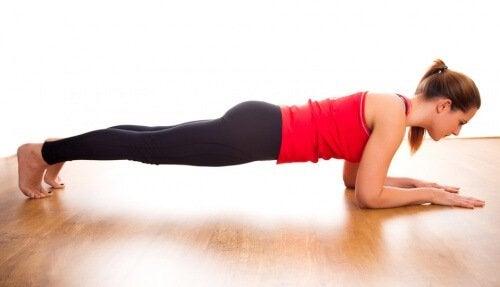 plank per acquistare forma in tutto il corpo