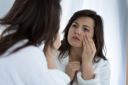 Occhi gonfi a causa di una carenza di vitamine