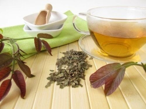 il tè di foglie di noce è ideale per depurare il sistema linfatico