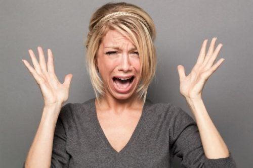 donna in preda al panico perché non prova più il desiderio di una volta
