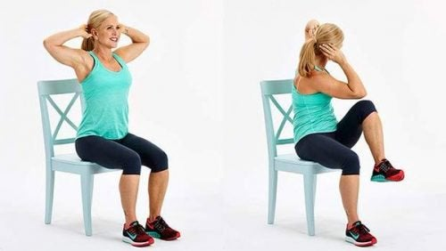 esercizi addominali sulla sedia per snellire la pancia