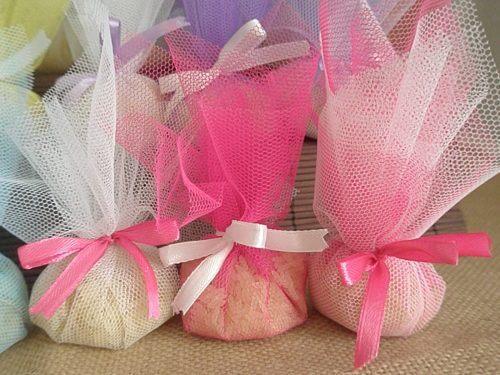 Sacchetti con chicci di riso per eliminare i cattivi odori negli armadi