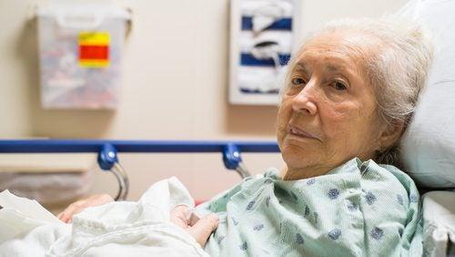 Anziana con piaghe da decubito
