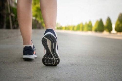 Sport e dolore alle ginocchia: camminare