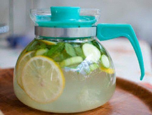 caraffa con limonata