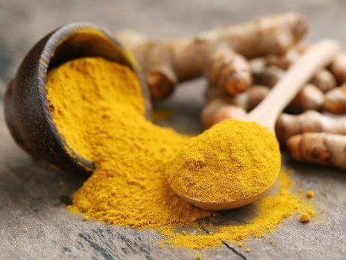 curry in polvere stimola la crescita dei capelli