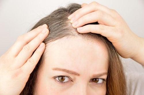 La crescita dei capelli si può stimolare con erbe e spezie