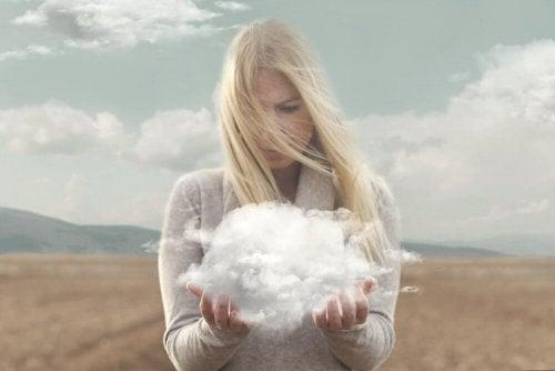 Donna con nube