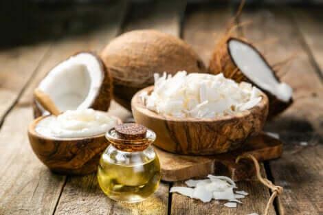 Olio di cocco per rimuovere il cerume dalle orecchie.
