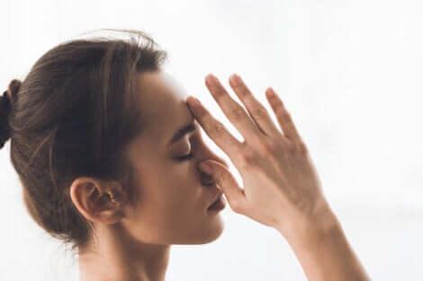 Tecniche di respirazione: respirazione a narici alternate.