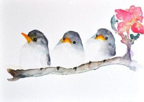 Tre uccellini su un ramo