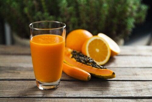 Frullato a base di papaya e arancia