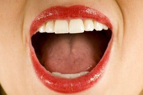Sapore metallico in bocca: quali sono le cause?