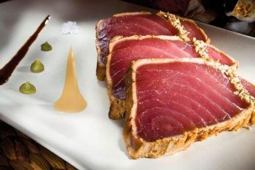 Il tonno è fra gli alimenti che contengono più tossine