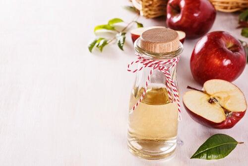 Aceto di mele e acqua per il viso