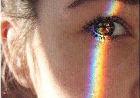 Arcobaleno negli occhi di donna