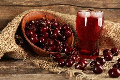 Ciliegie e succo di ciliegia