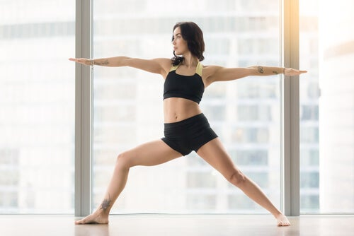 Donna con alta flessibilità