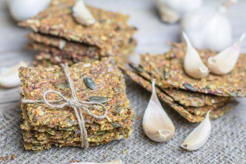 Cracker ai semi senza glutine e senza lattosio