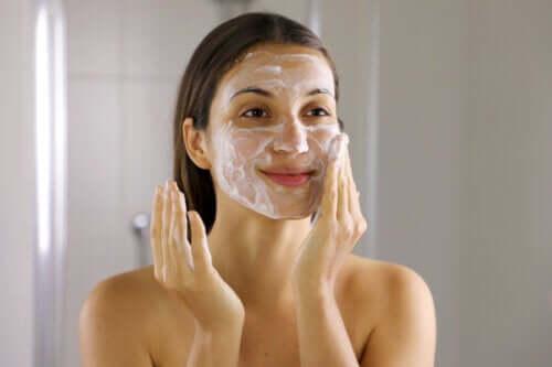 Liberarsi dell'acne in 6 semplici passaggi