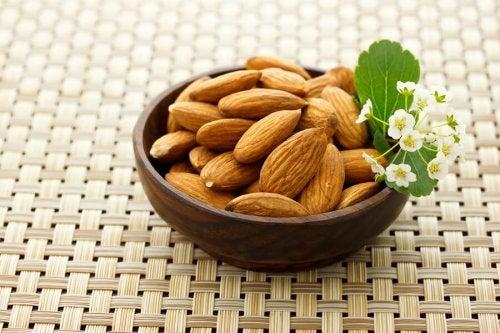 La frutta secca è un ottimo esfoliante. Vi aiuterà a restringere i pori dilatati