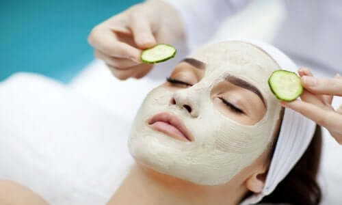 Restringere i pori con la maschera al cetriolo