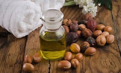 Olio di jojoba per rinforzare le ciglia