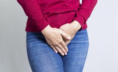 Donna con secchezza vaginale