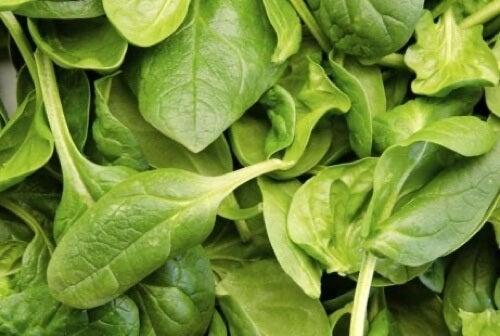 Ridurre la ritenzione idrica con gli spinaci