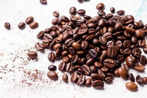 preparare maschere al caffè