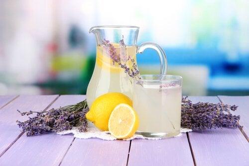 Limonata con lavanda