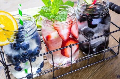 Acqua aromatizzata con frutta