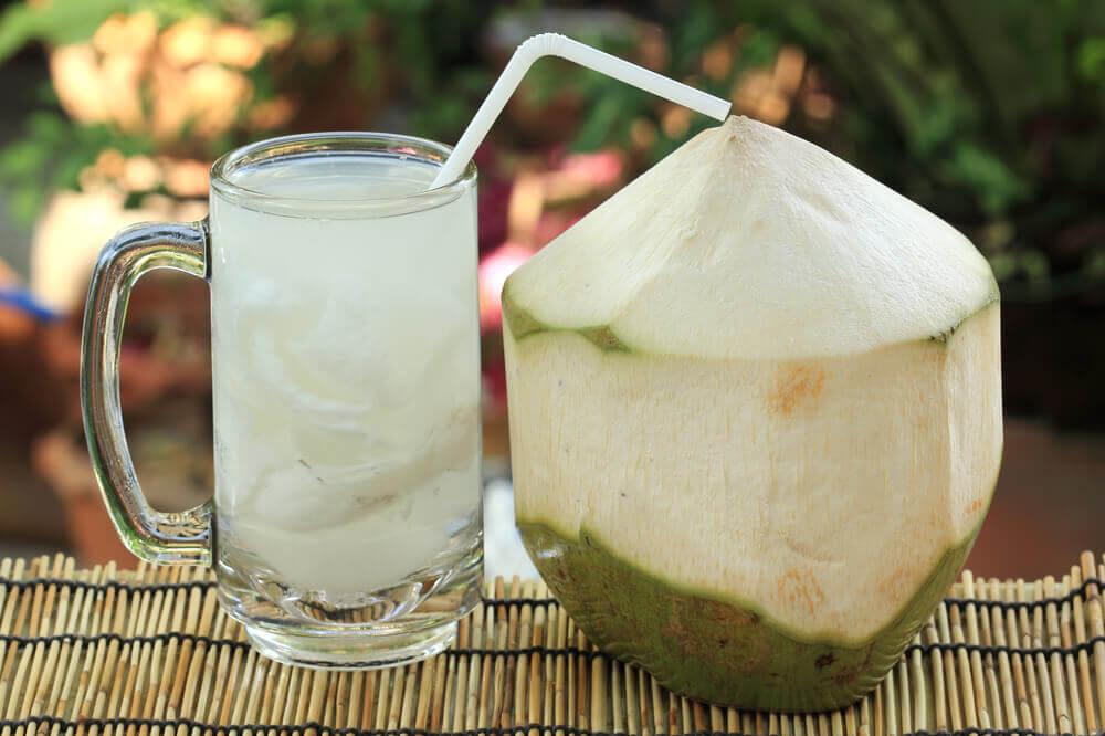 infezione della vescica: acqua di cocco e limone sono un ottimo rimedio