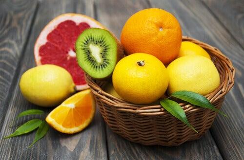 Arance, kiwi, pompelmo e limone