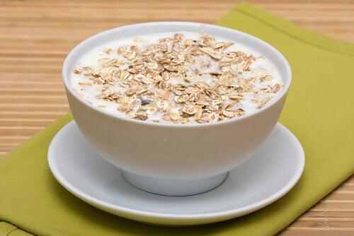 Bere latte di avena aiuta a proteggere il sistema nervoso