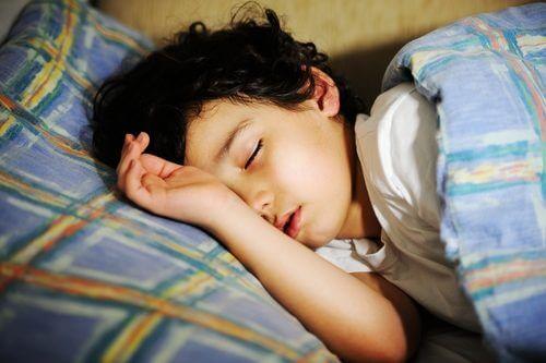 Poco sonno nella prima infanzia può causare problemi comportamentali