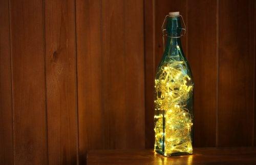 Bottiglia trasformata in lampada