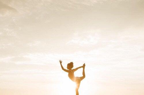 Fare yoga.
