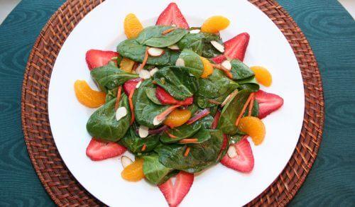 insalata di fragole, spinaci e mandarino