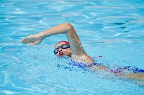 Nuotare per tenersi in forma