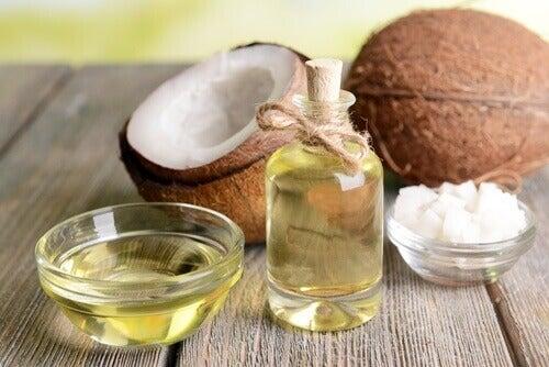 Olio di cocco per struccare il viso