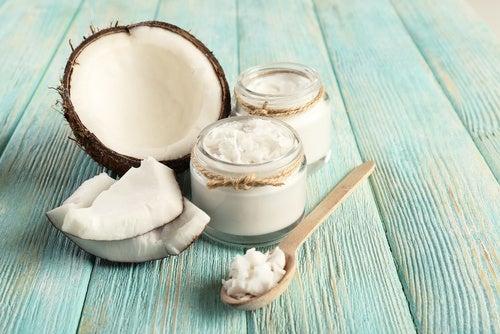 Olio di cocco e noce di cocco
