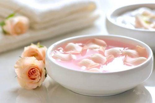 Peeling al latte, calendula e petali di rosa