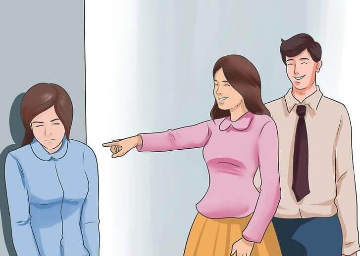 Ragazza derisa da una coppia