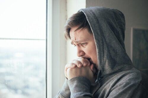 Ragazzo preoccupato e ansioso