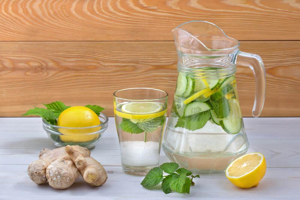 Acqua detox invece di bevande zuccherate