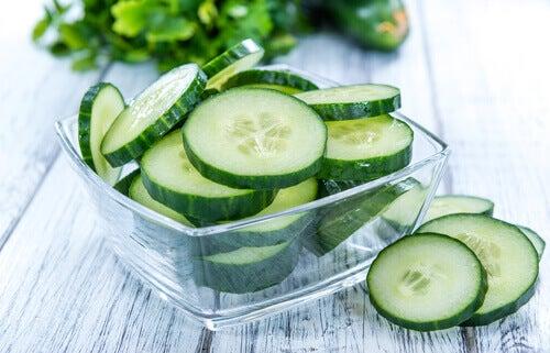 Succo di cetriolo: 7 motivi per consumarlo