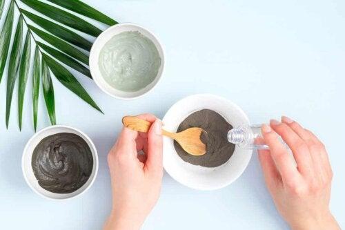 Crema all'argilla e agli oli essenziali