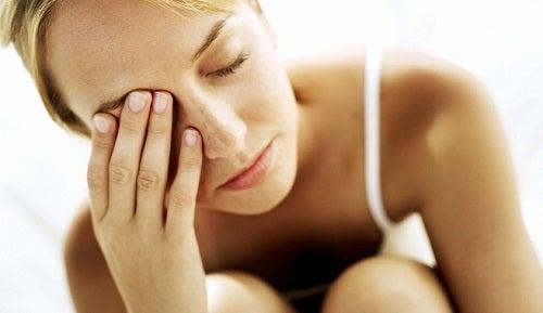 Donna con stanchezza surrenale