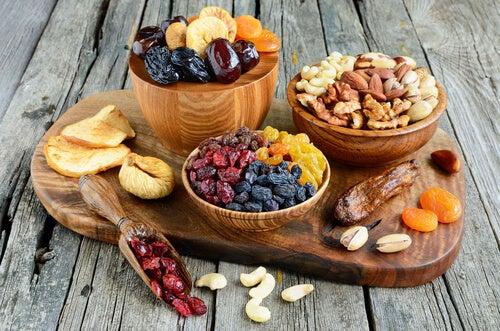 Frutta secca tra alimenti consigliati per dieta MIND